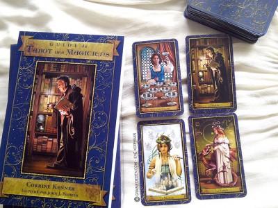 Coffret (Tarot + Livre) Le Tarot des Magiciens - Tarot contemporain basé sur le Rider Waite.