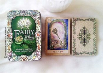 Fairy Tale Lenormand de Lisa Hunt et Arwen Lynch - Graine d'Eden Développement personnel, spiritualité, tarots et oracles divinatoires, Bibliothèques des Oracles, avis, présentation, review